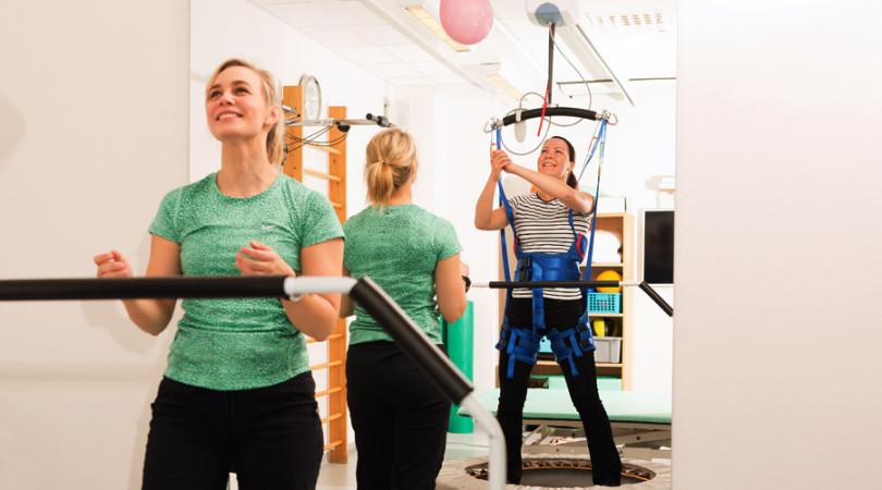 TT-Fysio fysioterapia, painokevennys valjaiden avulla.